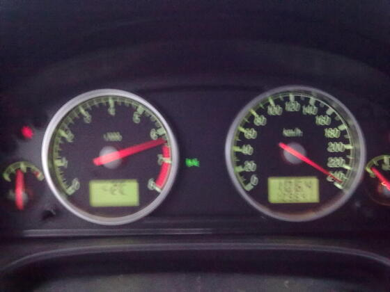 Laut Navi waren das 218 km/h, und da geht noch mehr ;)