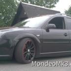 Fahrzeug seitlich mit 18er GMS Felgen, rotlackierten Bremssätteln, Gewindefahrwerk und getönten Scheiben